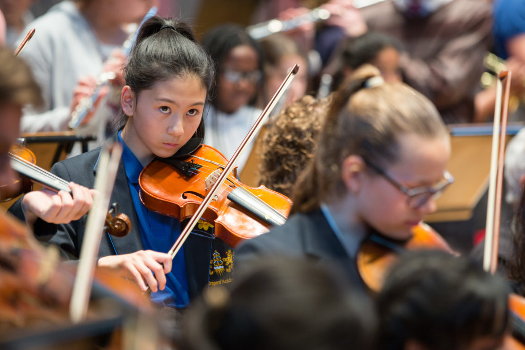 Student violinist taking part in LCO's Music Junction programme.